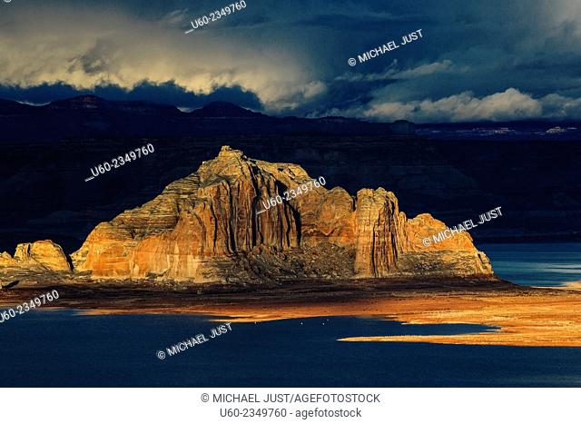 The sun sets along the sandstone rock formation at Lake Powell, Arizona