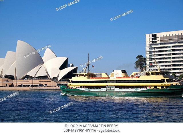 Sydney ferry passes the opera house