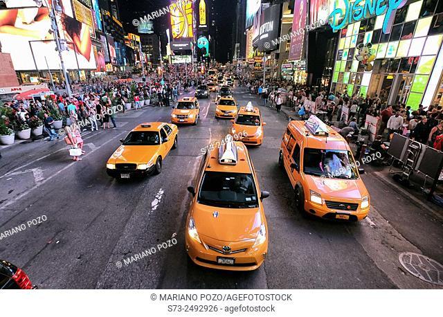 Rush hour traffic, Mass Transit, Broadway, 42nd Street Time Square, Midtown Manhattan, New York, USA