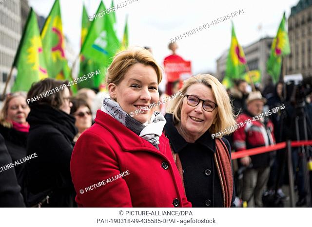 18 March 2019, Berlin: Franziska Giffey (l, SPD), Federal Minister for Family Affairs, and Mona Küppers, Chairman of the German Women's Council