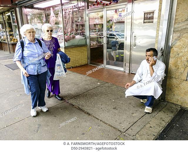 New York, The Bronx USA Shoppers on Arthur Avenue