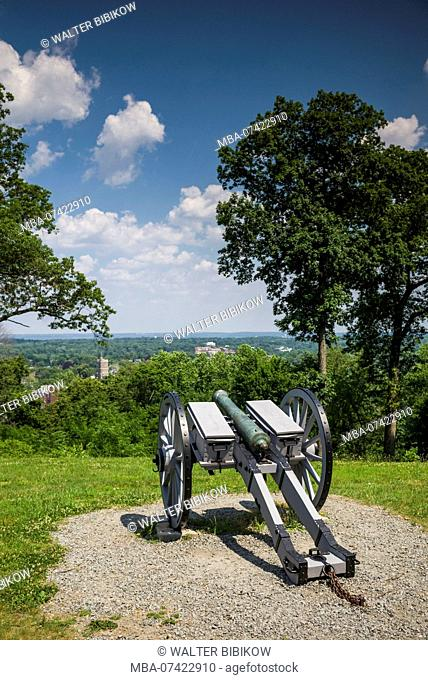 USA, New Jersey, Morristown, Morristown National Historical Park, Fort Nonsense, site of fort during the American Revolutionary War, cannon