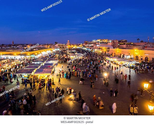 Africa, Morocco, Marrakesh-Tensift-El Haouz, Marrakesh, View over market at Djemaa el-Fna square in the evening