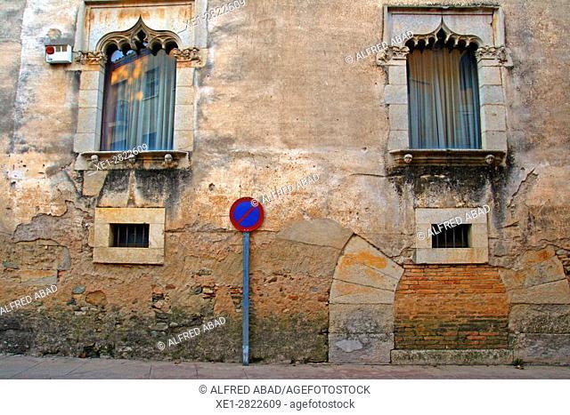 Gothic windows, Sant Feliu, Celrà, Girona, Catalonia, Spain