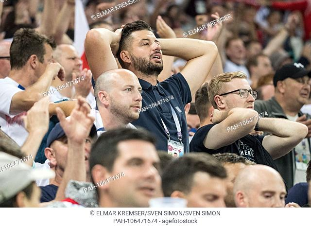 English fans are disappointed, disappointed, disappointed, disappointed, sad, frustrated, frustrated, hastate, half figure, half figure, fan, fans, spectators