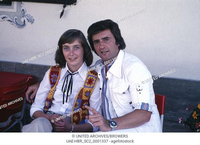 Die deutschen Sänger Patty Landers und Patrick Nielsen in Übersee am Chiemsee, Deutschland 1970er Jahre. German singers Patty Landers and Patrick Nielsen at...