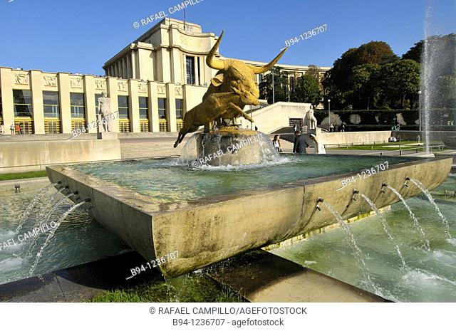 Gardens of the Trocadero: Chaillot Palace and 'Bull and Deer' sculpture by Paul Jouve, Paris, France