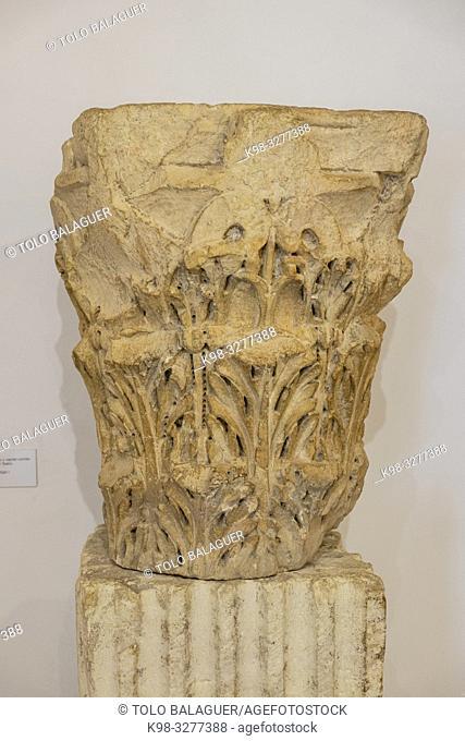 fuste estriado y capitel corintio del Foro, siglo I, Museo-Centro de Interpretación del parque arqueológico de Segóbriga, Saelices, Cuenca, Castilla-La Mancha