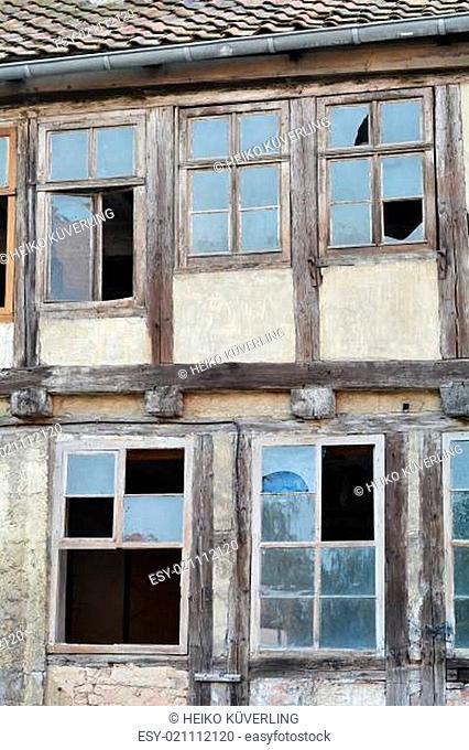 verfallenes Fachwerkhaus in der Altstadt von Quedlinburg