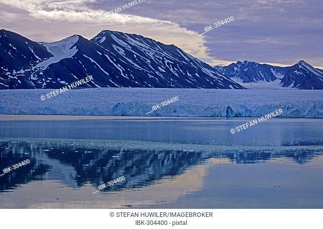 Glacier, reflections, close to Monaco glacier, Spitsbergen, Svalbard, Arctic, Norway