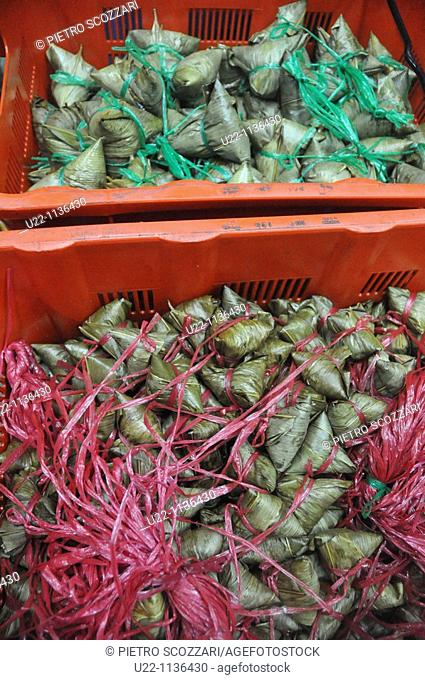 Singapore: Nonya dumplings, wrapped in pandan leaves, sold at Kim Chou shop