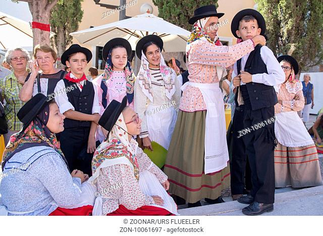 traditional potugese Dance at the Saturday Market in the town of Loule in the Algarve in the south of Portugal in Europe