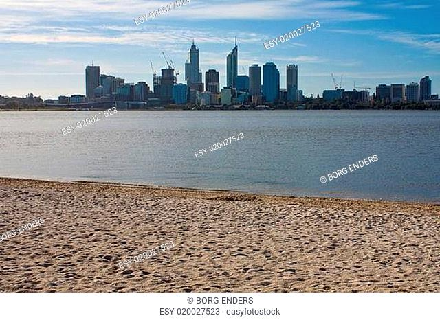 Perth Skyline mit Strand