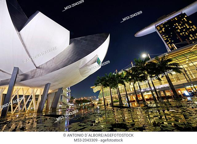 The flower shaped Art Science Museum located in the Marina Bay Sands Complex. In the right had side of the image The Shoppes