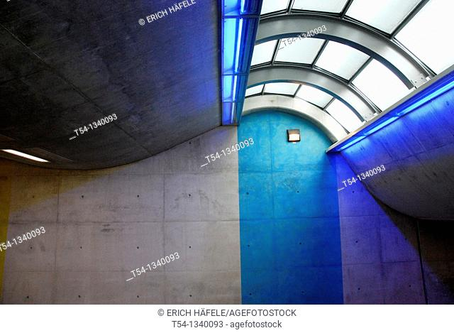 Light and form in the train station Munich-Riem