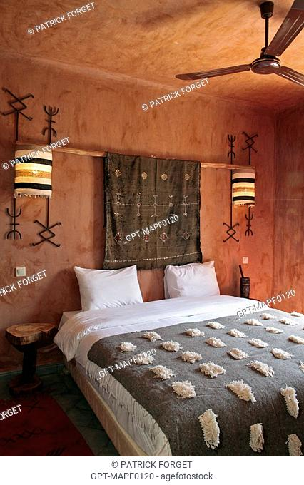 BEDROOM, ECO-LODGE DESIGNED IN THE PURE BERBER TRADITION WITH ATTENTION GIVEN TO COMFORT AND RESPECT FOR THE ENVIRONMENT, TERRES D'AMANAR, TAHANAOUTE, AL HAOUZ