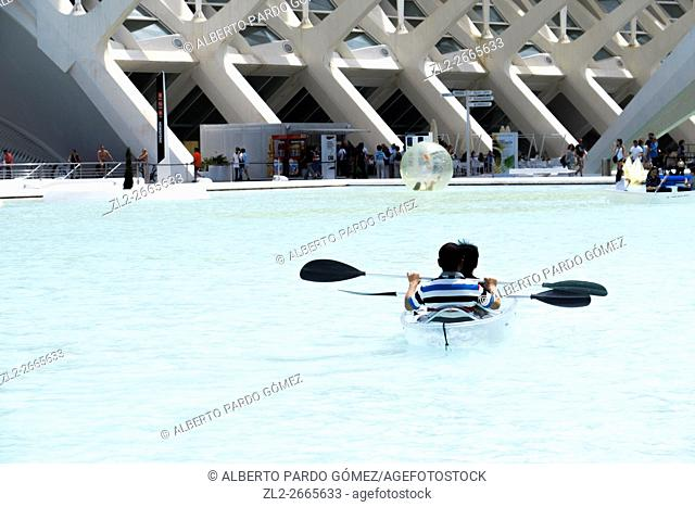 Couple canoeing in the City of Arts and Sciences, valencia, Spain
