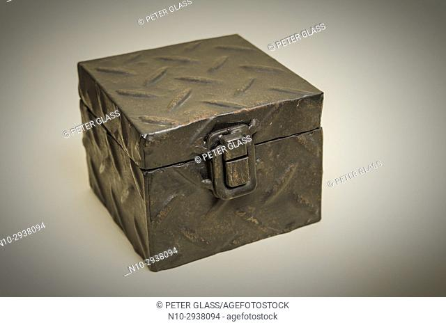 Metal box with the lid closed