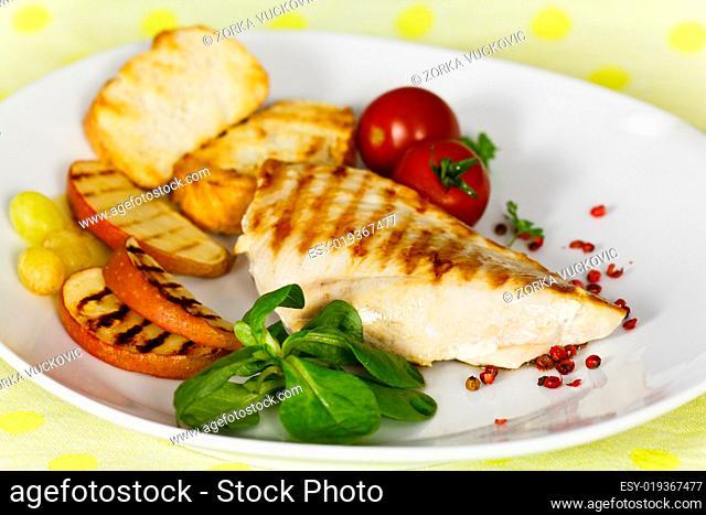 Grill,Hühnerbrust mit Gurke,grünen Bohnen