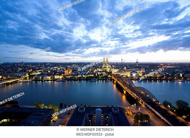 Germany, Cologne, Hohenzollern bridge and Cologne Cathedral, City view
