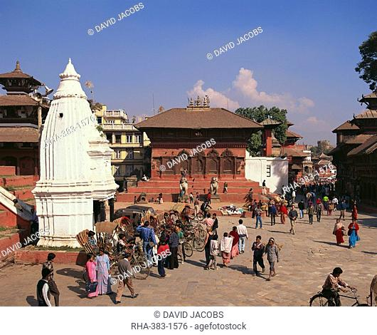Rickshaws lined up in Durbar Square in Kathmandu, UNESCO World Heritage Site, Nepal, Asia