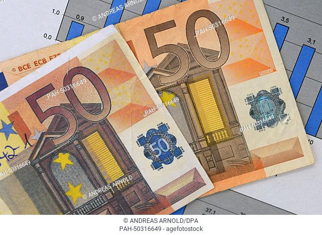 A counterfeit 50 euro banknote (L) and a real 50 euro banknote are on display at the German Federal Bank in Frankfurt Main, Germany, 16July 2014