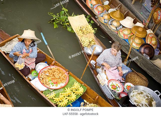 Women offering fruit at the Floating Market, Damnoen Saduak, near Bangkok, Ratchaburi, Thailand