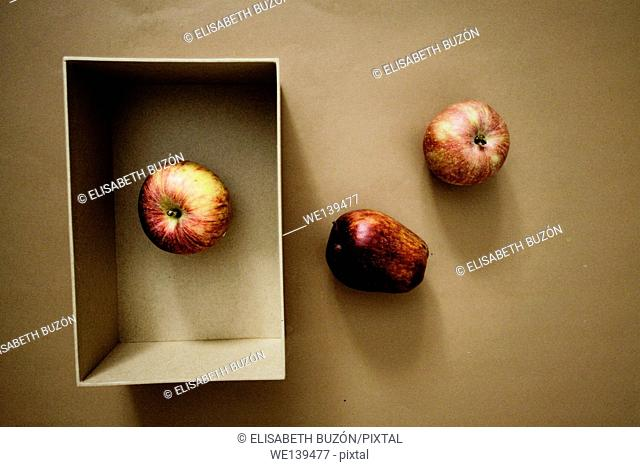 Image of apples and a box