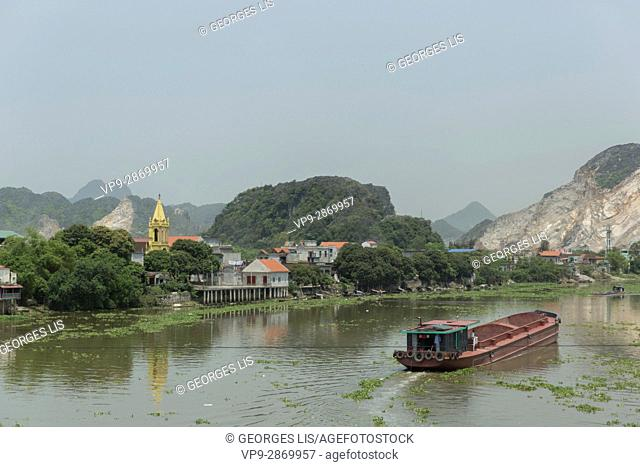 village and river boat Hoa Lu Hanoi neighbouhood Vietnam