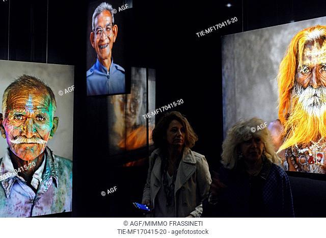 17/04/2015Roma. La mostra ' Steve Mc Curry - Oltre lo sguardo ' a cura di Biba Giacchetti e Peter Bottazzi al Teatro 1 di Cinecittà fino al 20 settembre 2015