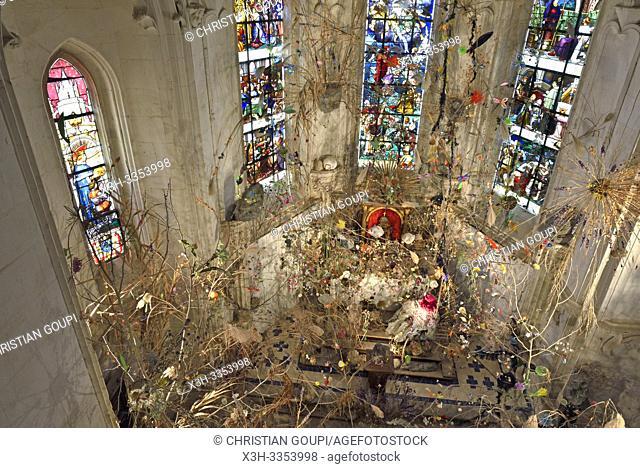 """""""""""""""""""""""Les Pierres et le printemps"""""""", installation de Gerda Steiner & Jorg Lenzlinger, dans la chapelle du Chateau, Domaine de Chaumont-sur-Loire"""