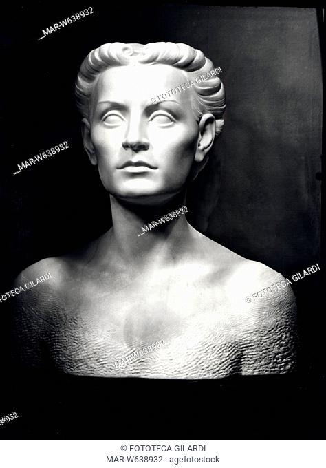 Edda MUSSOLINI CIANO, scultura. Busto in marmo, scolpito da Corrado Vigni (1888?-) , fotografia di Ghitta Carell (1899 - 1972), Italia 1930 - 1935