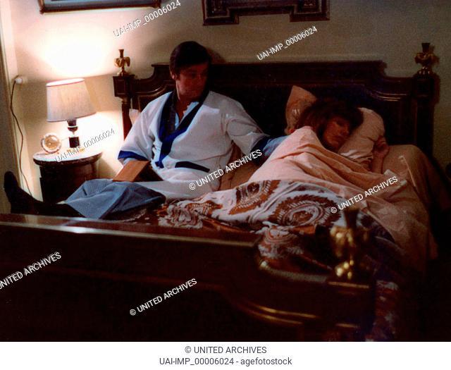 Die letzte Warnung, (ARMAGUEDON) F-IT 1976, Regie: Alain Jessua, ALAIN DELON (li), Stichwort: Bett