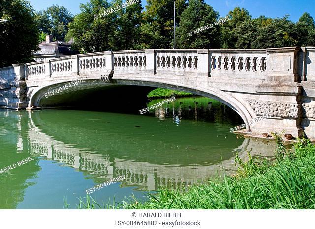 Steinbrücke über den Nymphenburger Schloßkanal, München