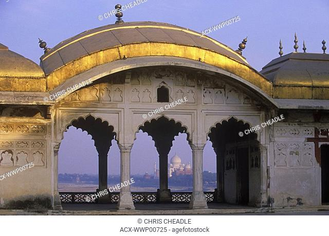 India, Uttar Pradesh, Agra, Taj Mahal, built by Shah Jahan, completed 1653, framed through arch at Agra Fort