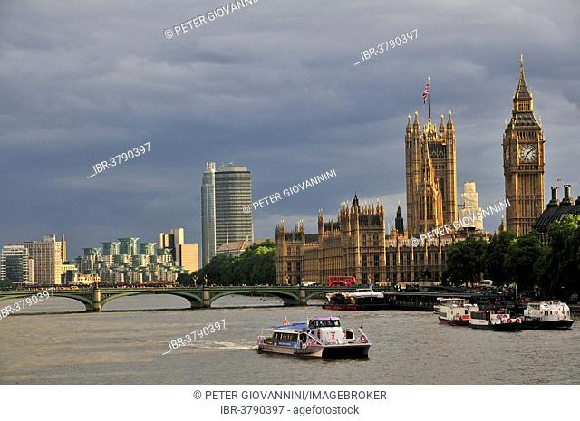 View from Hungerford Bridge on the Houses of Parliament wer and Elizabeth Tower clock tower, London, England, United Kingdom