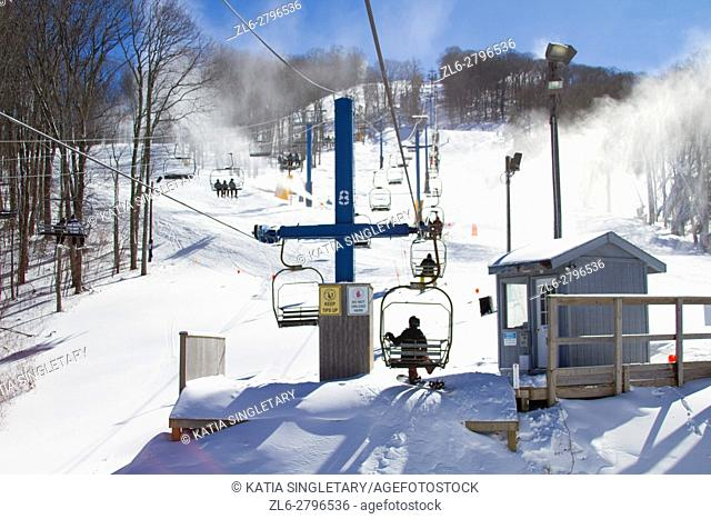 A chairlift and skiers on piste in Gatlinburg, in the region of Teneesee, in the USA