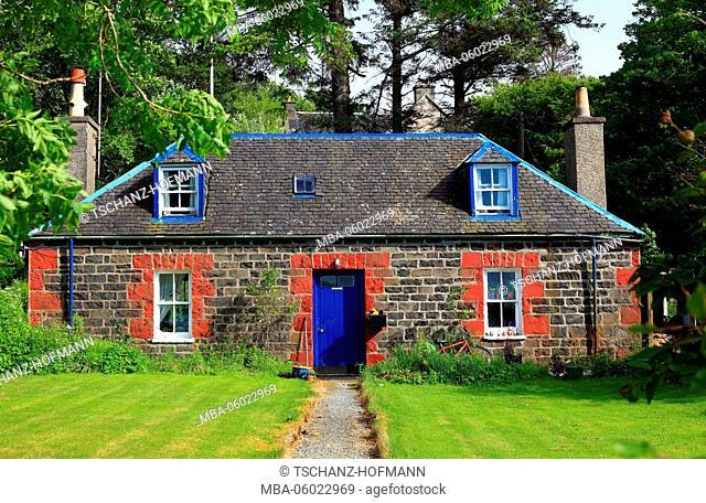 Scotland, the Inner Hebrides, Isle of Skye, Duirinish peninsula, the Doune Cottage at Dunvegan Castle