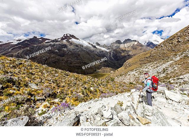 Peru, Andes, Cordillera Blanca, Huascaran National Park, tourist on hiking trail with view to Nevado Yanapaccha
