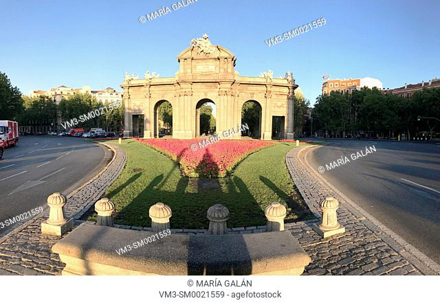 Alcala gate, panoramic view. Madrid, Spain