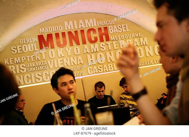 Students in the Uni Lounge, University, LMU, Ludwig Maximilians Universitaet, Munich, Bavaria, Germany