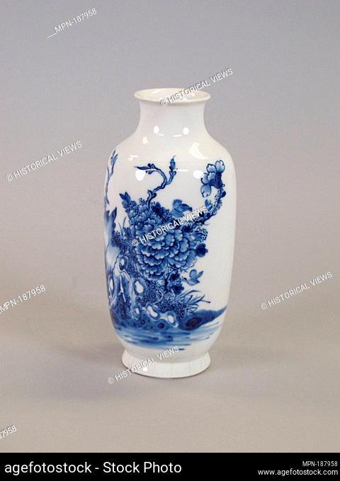 Vase. Period: Qing dynasty (1644-1911), Qianlong period (1736-95); Culture: China; Medium: Porcelain decorated in underglaze blue