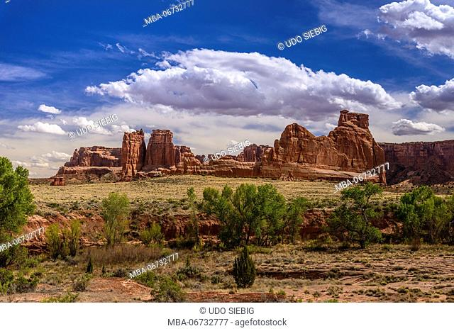 The USA, Utah, Grand county, Moab, Arches National Park, Courthouse Wash, Courthouse of Tower, park avenue