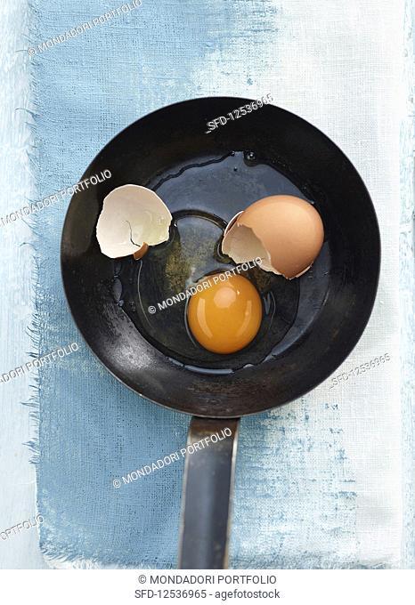 A broken egg in a pan