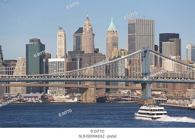 Manhattan Bridge over East River, New York City, USA