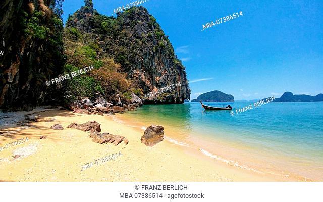 Sandy beach on Phi Phi Island in Thailand, sea, boat