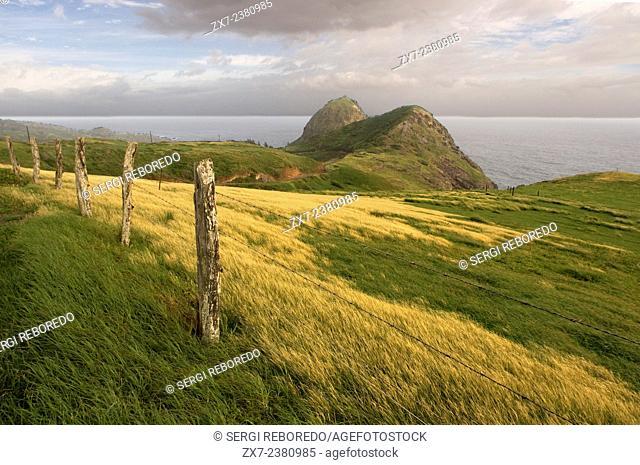 Landscape between Kahakuloa y Honokohau. Maui. Hawaii. Kahakuloa head and the smaller Pu'u Kahlui-anapa as seen from the west Maui loop road