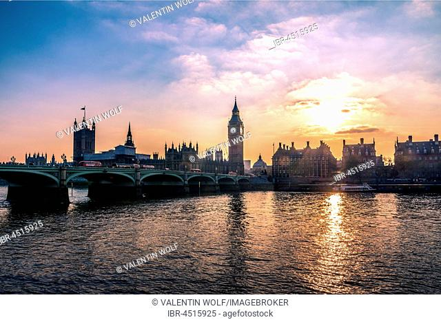 Big Ben, Houses of Parliament, Westminster Bridge, Thames, Sunset, City of Westminster, London, London region, England, United Kingdom