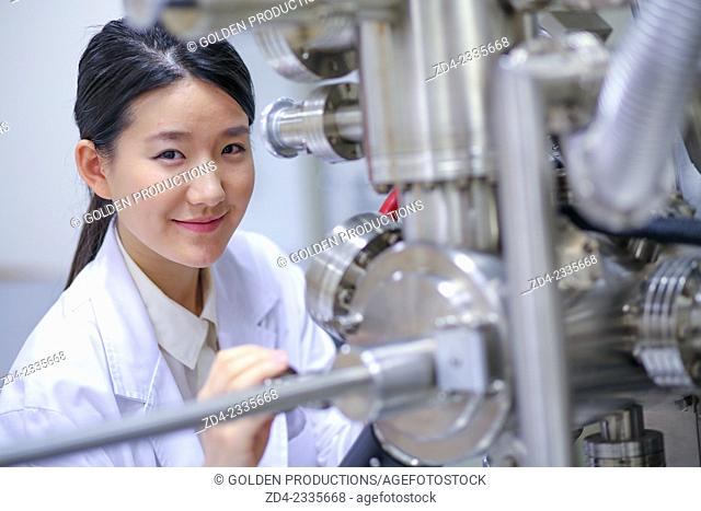 Researcher. Surface spectrometer, Photoelectron spectroscopy, Auger Electron Spectroscopy, AES, VG Scientific ESCAlab 200D Surface Analysis Equipment