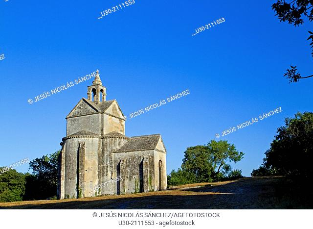 Saint Cross chapel, next to Montmajour Abbey, near Arles. Arles district, Bouches-du-Rhône department, Provence-Alpes-Côte d'Azur region, France, Europe